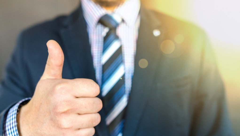 alphagamma how to make a good first impression in a job interview: 6 tips entrepreneurship careers
